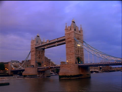 PAN time lapse day to dusk of traffic on Tower Bridge + boats on Thames River / London