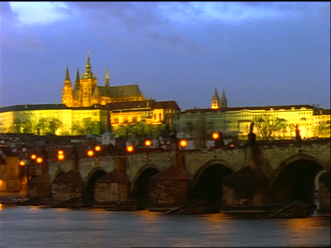 time lapse day to night clouds over charles bridge + vltava river / castle in background / prague, czech republic - charles bridge stock videos & royalty-free footage
