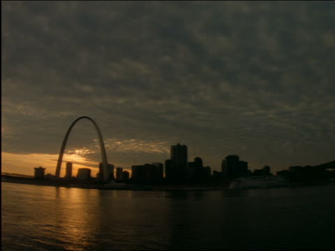 time lapse day to night clouds over st louis skyline / river in foreground - missouri stock videos & royalty-free footage