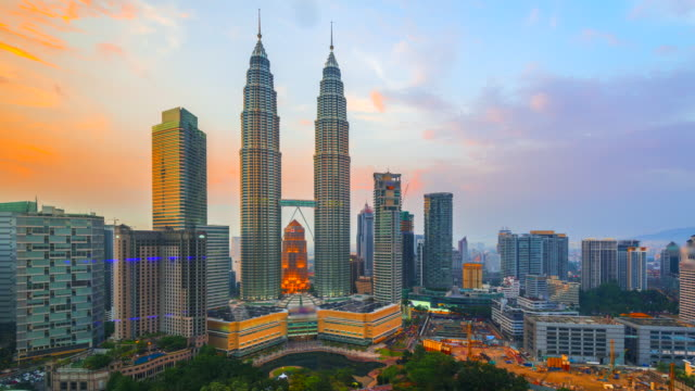 4k time lapse day to night of  elevated view of kuala lumpur skyline, malaysia - petronas twin towers stock videos & royalty-free footage