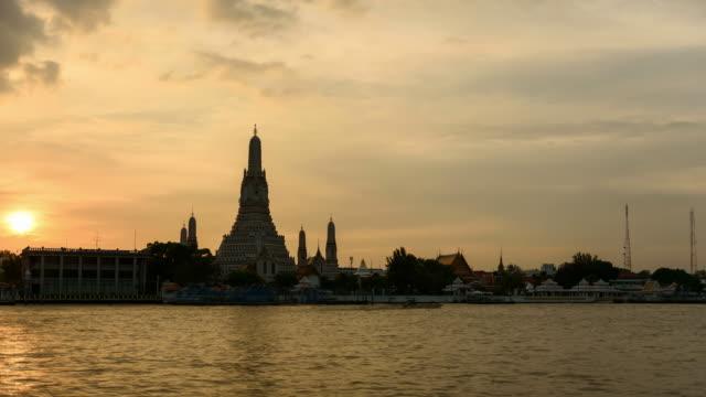4K Time Lapse: Day to night Wat Arun temple,Bangkok Thailand travel destination, Tilt down shot