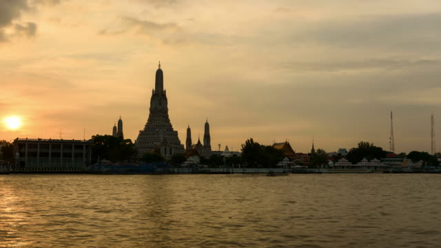 4K Time Lapse: Day to night Wat Arun temple,Bangkok Thailand travel destination