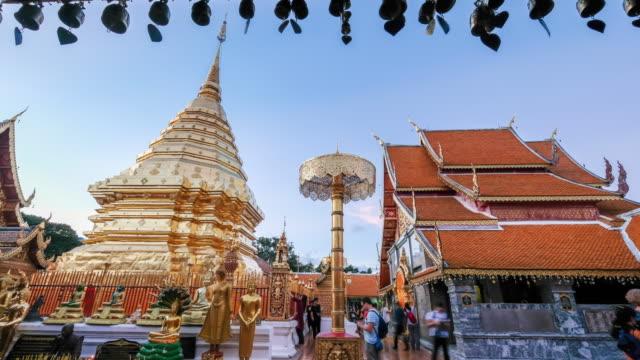zeitraffer tages-, nacht wat phra, dass doi suthep berühmten tempel von chiang mai, thailand - provinz chiang mai stock-videos und b-roll-filmmaterial