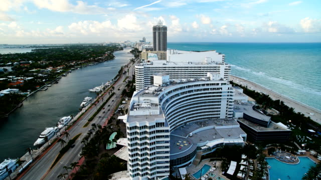 time lapse daylight to night fontainebleau hotel florida - ocean avenue stock videos & royalty-free footage
