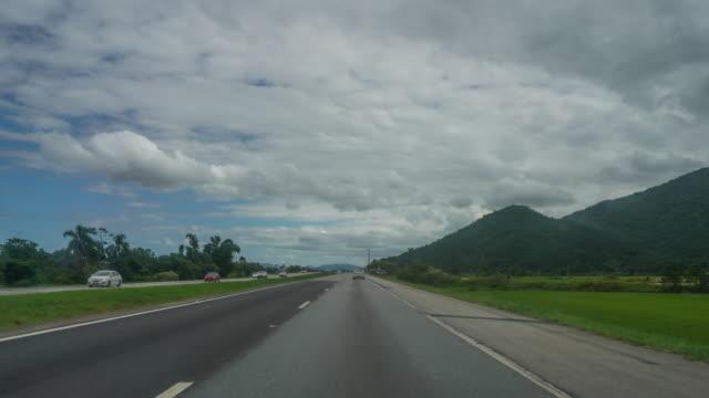 vídeos de stock, filmes e b-roll de time lapse de dentro de um carro andando na br-101, santa catarina - perspectiva do passageiro