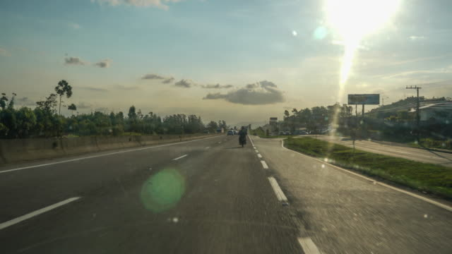 vídeos de stock, filmes e b-roll de time lapse de dentro de um carro e passando por un túnel na br-101, santa catarina - perspectiva do passageiro