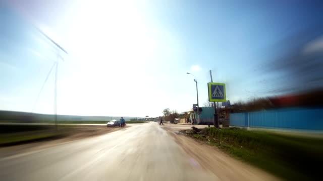 vídeos de stock, filmes e b-roll de intervalo de tempo:  dirigindo - ponto de vista de câmera