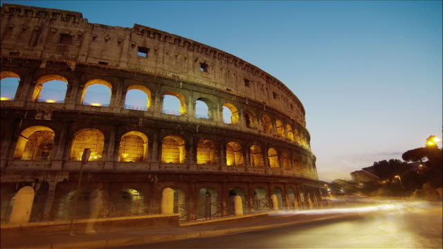 time lapse dusk to night traffic outside the colosseum / rome, italy - dusk to night stock videos & royalty-free footage