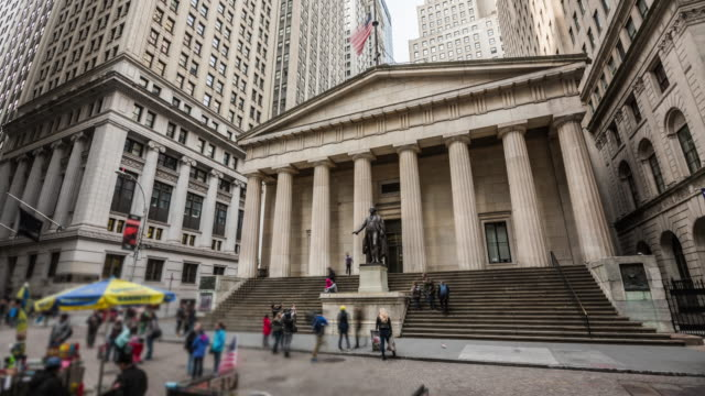 stockvideo's en b-roll-footage met time-lapse: federal hall wall street new york - wall street lower manhattan