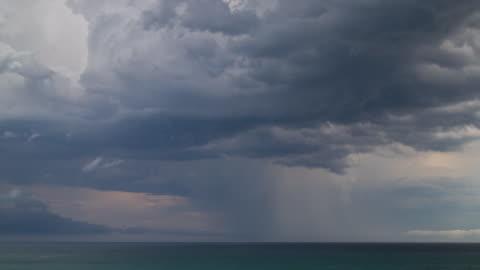 vídeos y material grabado en eventos de stock de time lapse footage of storm over ocean - tormenta tiempo atmosférico