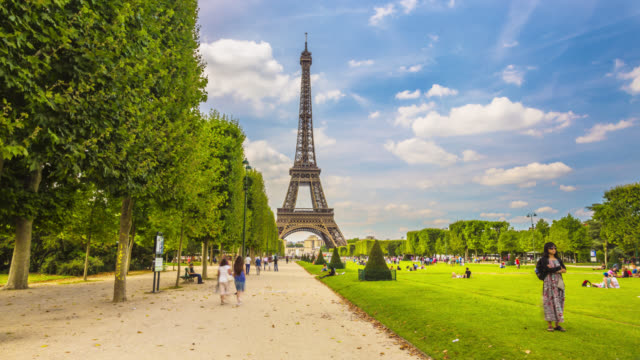 time lapse footage of tourists activity in champs de mars by the eiffel tower. - eiffel tower paris stock videos & royalty-free footage