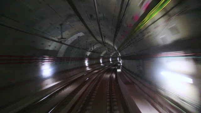 vídeos y material grabado en eventos de stock de time lapse footage recorded from subway train with stunning tunnel with cable connections and concrete construction in barcelona city connecting with the airport and nice futuristic design. - punto de fuga