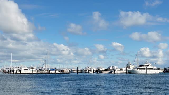 4 k の時間経過 - フリー マントルのヨット港、パース、西オーストラリア - フリーマントル点の映像素材/bロール