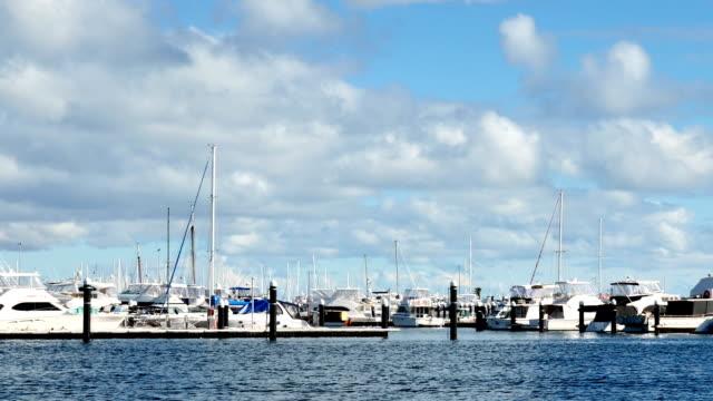 時間経過 - フリー マントルのヨット港、パース、西オーストラリア - フリーマントル点の映像素材/bロール