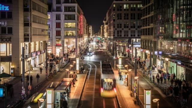 zeitraffer: friedrichstraße in berlin, deutschland - tram stock-videos und b-roll-filmmaterial