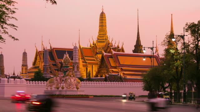 Time lapse front road traffic sunset evening Wat Phra Kaeo in Bangkok, Thailand