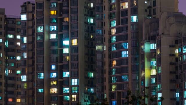 time lapse- grid apartment in beijing (zoom) - facciata video stock e b–roll