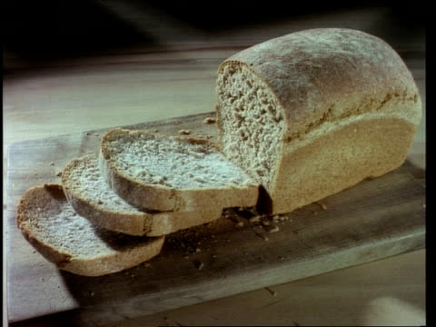 stockvideo's en b-roll-footage met time lapse, ms high angle loaf of bread on bread board going mouldy - broodje voedsel