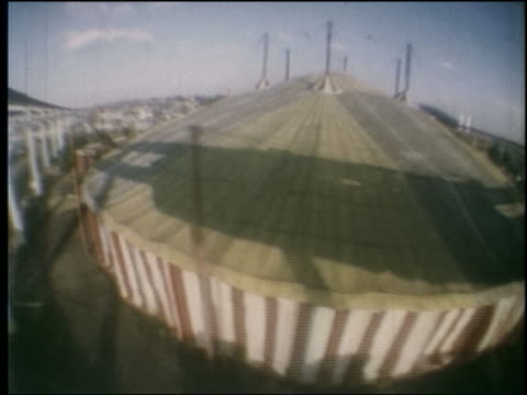 1964 time lapse high angle monorail side point of view past large tent at ny world's fair - 1964年点の映像素材/bロール