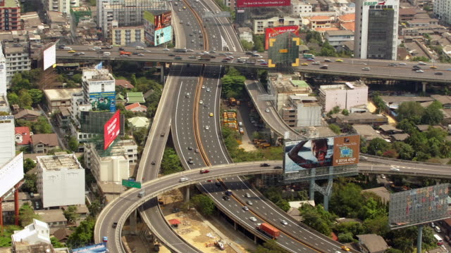 time lapse high angle wide shot traffic on bangkok expressway / bangkok, thailand - bangkok点の映像素材/bロール