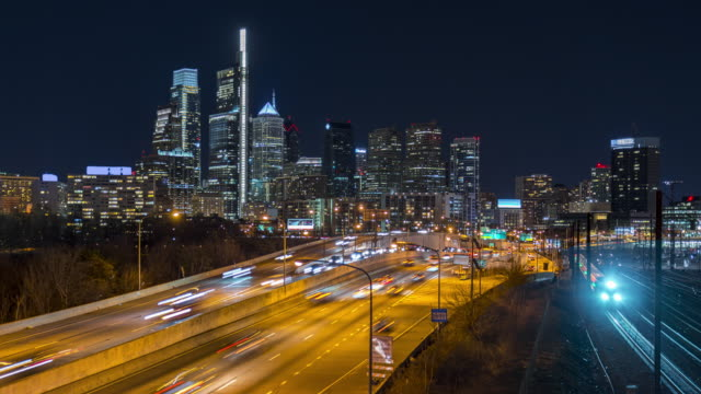 4k uhd time lapse : highway road, traffic and city scape view of philadelphia, united state. - timelapse stock videos & royalty-free footage