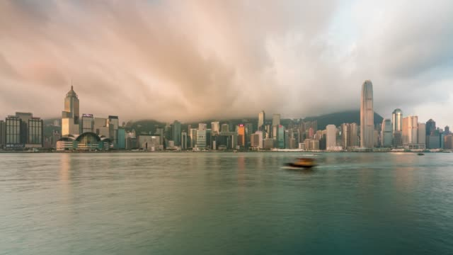 zeitraffer hong kong city skyline. blick aus der nähe von victoria harbor hongkong. - blurred motion stock-videos und b-roll-filmmaterial