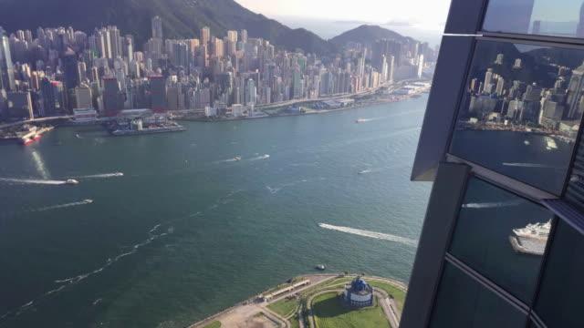 vídeos y material grabado en eventos de stock de lapso de tiempo vista de puerto victoria de hong kong desde la parte superior - terminal de ferry