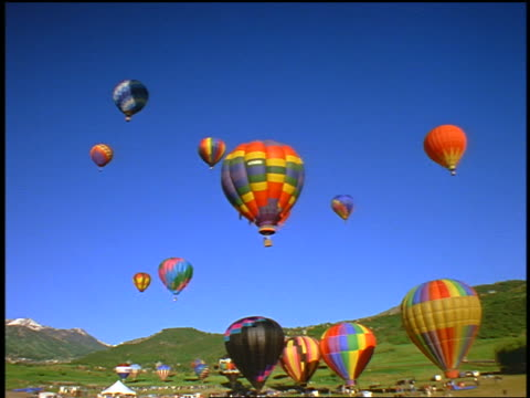 time lapse hot air balloons on ground, rising + descending / snowmass, colorado - anno 1999 video stock e b–roll
