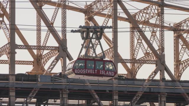 Time lapse hyperlapse, Roosevelt Island tram cable car Ed Koch Queensboro 59th Street Bridge. Nyc Manhattan.