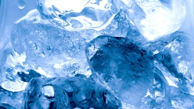 時間経過の氷が溶けると温暖化の概念 - 氷点の映像素材/bロール