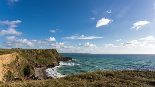 vídeos de stock e filmes b-roll de cornwall - circa 2013: time lapse in a cloudy sunny day in cornwall coast - 2013