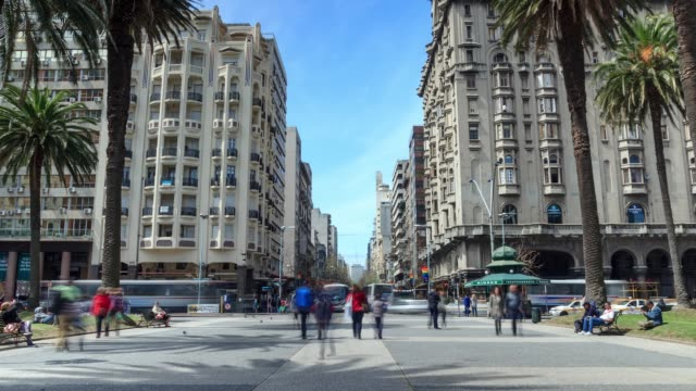 time lapse in plaza independencia, montevideo downtown, uruguay - モンテビデオ点の映像素材/bロール