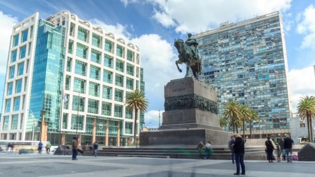 time lapse in plaza independencia, montevideo downtown, uruguay - montevideo stock-videos und b-roll-filmmaterial