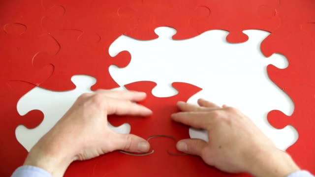 vídeos y material grabado en eventos de stock de ws, time lapse, jigsaw puzzle pieces put in place - puzzle