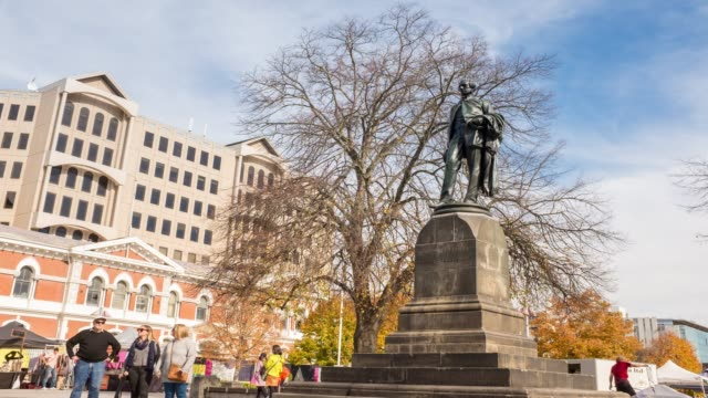 4k zeitraffer: john robert codley monument im city centre in christchurch city, neuseeland. - christchurch stock-videos und b-roll-filmmaterial