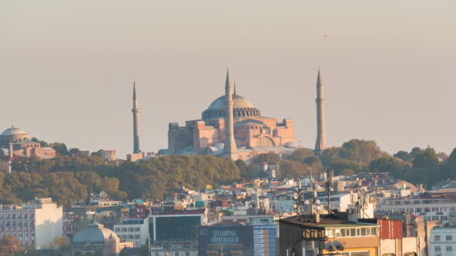 zeitraffer : landschaft hagia sophia moschee istanbul stadt,türkei - galataturm stock-videos und b-roll-filmmaterial