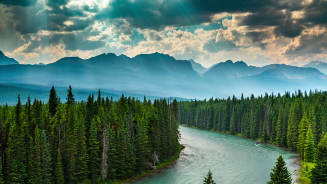 zeitraffer: landschaft in kanada - bow valley im banff national park - kanada stock-videos und b-roll-filmmaterial