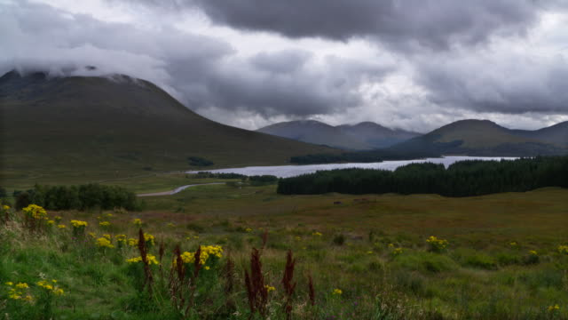 time lapse. loch tulla with black mount in the scottish highlands near bridge of orchy. landscape with lake and mountains. loch tulla, scottish highlands, bridge of orchy, scotland, uk. - scottish culture bildbanksvideor och videomaterial från bakom kulisserna