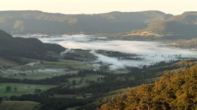 time lapse lockdown: foggy valley near mountains against sky - kangaroo valley, australia - valley stock videos & royalty-free footage