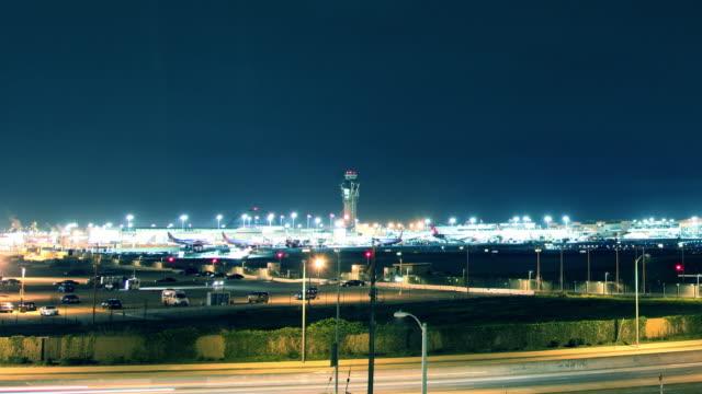 """time lapse """"aeroporto di los angeles (lax - torre di controllo video stock e b–roll"""