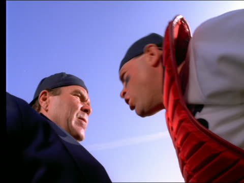 vidéos et rushes de time lapse low angle close up of catcher + umpire arguing - cinématographie