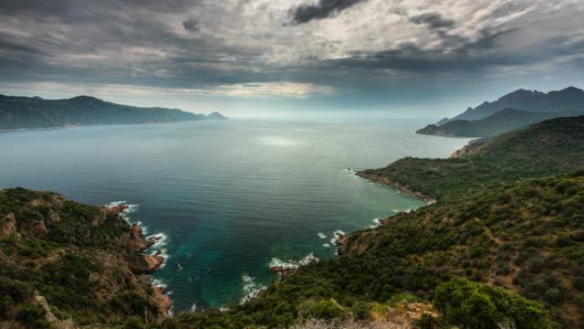 フランス、コルシカ島の calanche 地域で時間の経過: 地中海の海岸線 - カランシェ点の映像素材/bロール