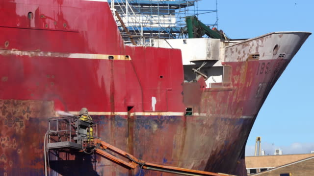time lapse men at work sandblasting ship in dry dock - dry dock stock videos & royalty-free footage