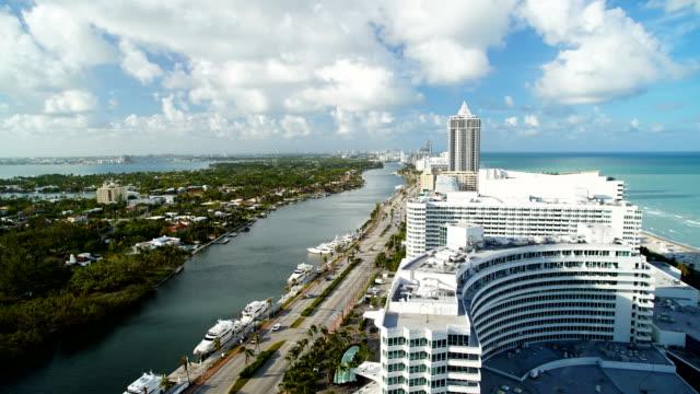 time lapse miami beach fontainebleau hotel resort florida - ocean avenue stock videos & royalty-free footage