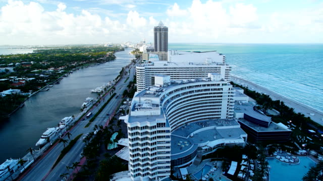 time lapse miami fontainebleau hotel resort florida america - ocean avenue stock videos & royalty-free footage
