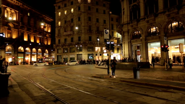 time lapse: milan city traffic by night. - milano video stock e b–roll