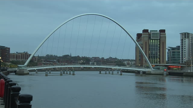time lapse millennium bridge newcastle england uk - newcastle upon tyne video stock e b–roll