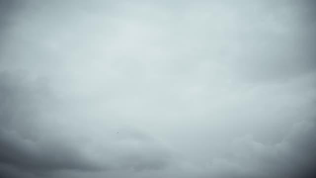 時間経過霧嵐雲 - 連続するイメージ点の映像素材/bロール