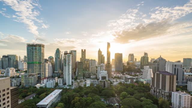 vídeos de stock, filmes e b-roll de lapso de tempo: cidade moderna na cena do por do sol - bangkok