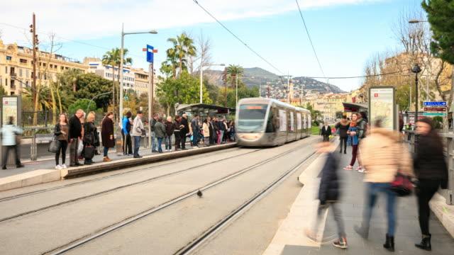vidéos et rushes de 4 k intervalle régulier : tramway moderne à nice - tramway